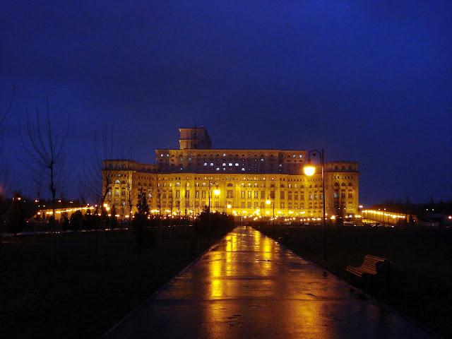 Palatul Parlamentului noaptea