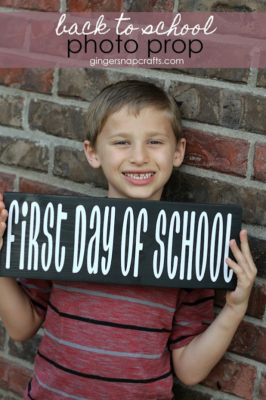 back to school photo prop at GingerSnapCrafts.com #photo #backtoschool