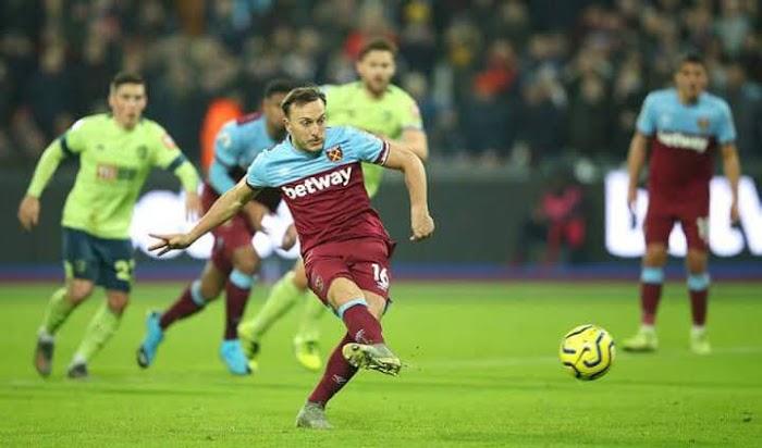 Gary Lineker has slammed David Moyes' decision to send Mark Playing Penalty