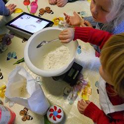 2KA verjaardag juf - Pannenkoeken bakken