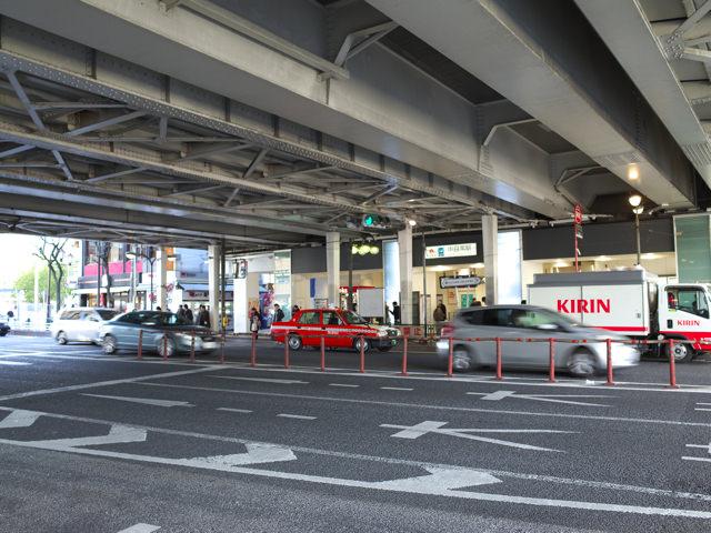 中目黒駅前の山手通りが走るガード下