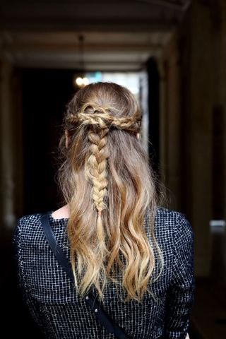 #hair #updo #inspiration #cabelo #inspiração #penteado #princesa #princess #feminina #romântica #romantic #femin #runaway #streetstyle #Rodarte
