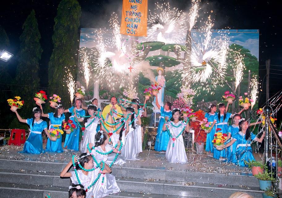Giáo xứ Phú Phong khai mạc tháng Mân Côi kính Đức Mẹ