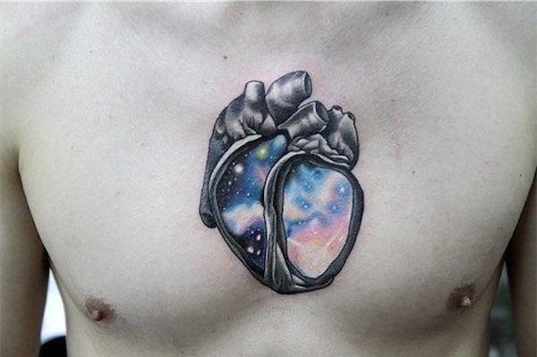 um_de_um_tipo_de_tatuagem_de_coraço