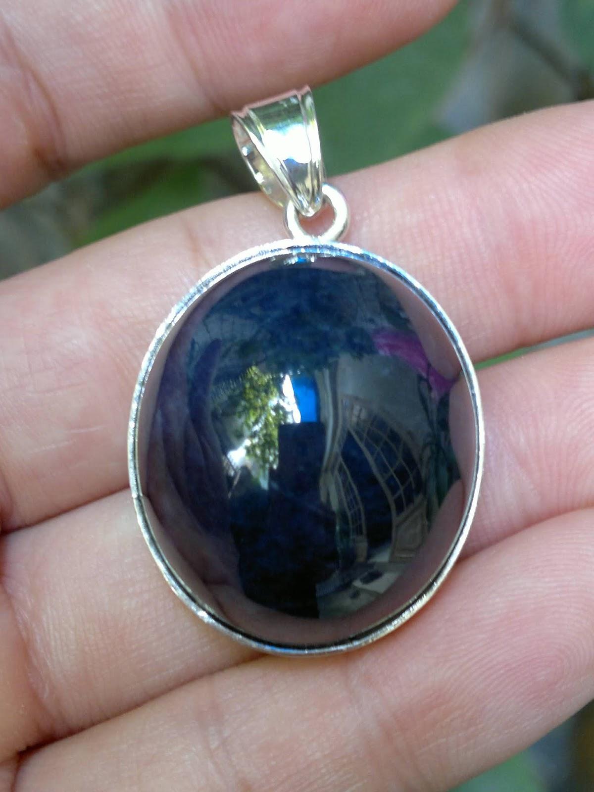 Mặt dây đá quý Sapphire Nghệ An thiên nhiên không xử lý bọc bạc