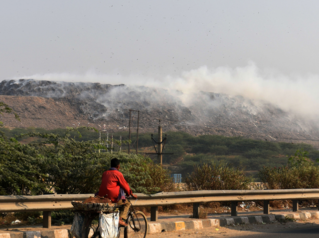 Smoke rises from a fire at the Bhalswa landfill site in Delhi, India, 15 November 2017. Photo: The Times of India