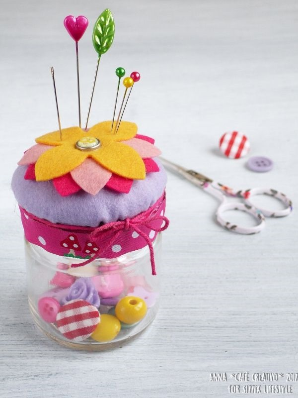 [how-to-make-sewing-jar-with-pin-cushion%5B4%5D]