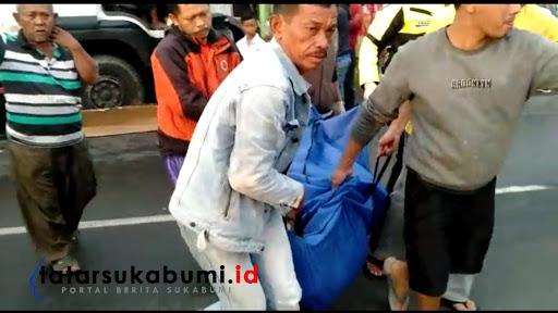 Proses evakuasi Korban Kecelakaan di Parungkuda Sukabumi / Foto : Isep Panji (10/1/2019)