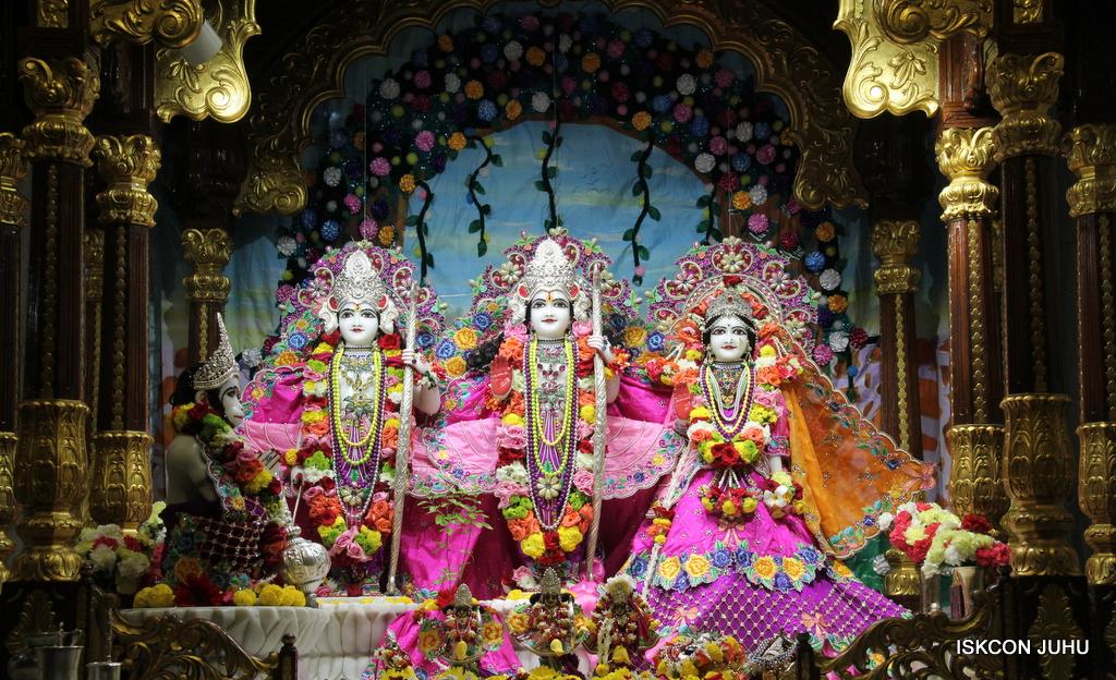 ISKCON Juhu Sringar Deity Darshan on 29th Sep 2016 (25)
