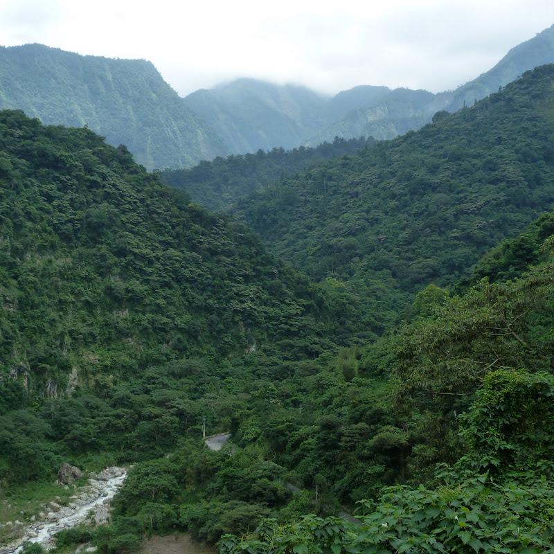 Puli  en passant , entre autres, par les villages de l ethnie Bunum de Loloko et Dili. J 10 - P1170026.JPG
