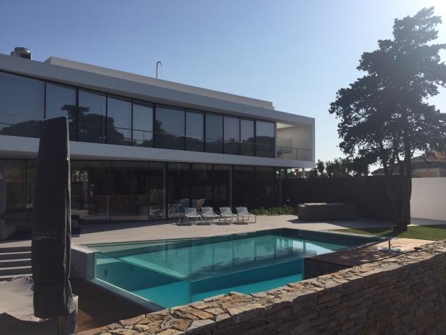 Alba piscinas com piscina minimalista rebosante dom ref for Piscinas minimalistas