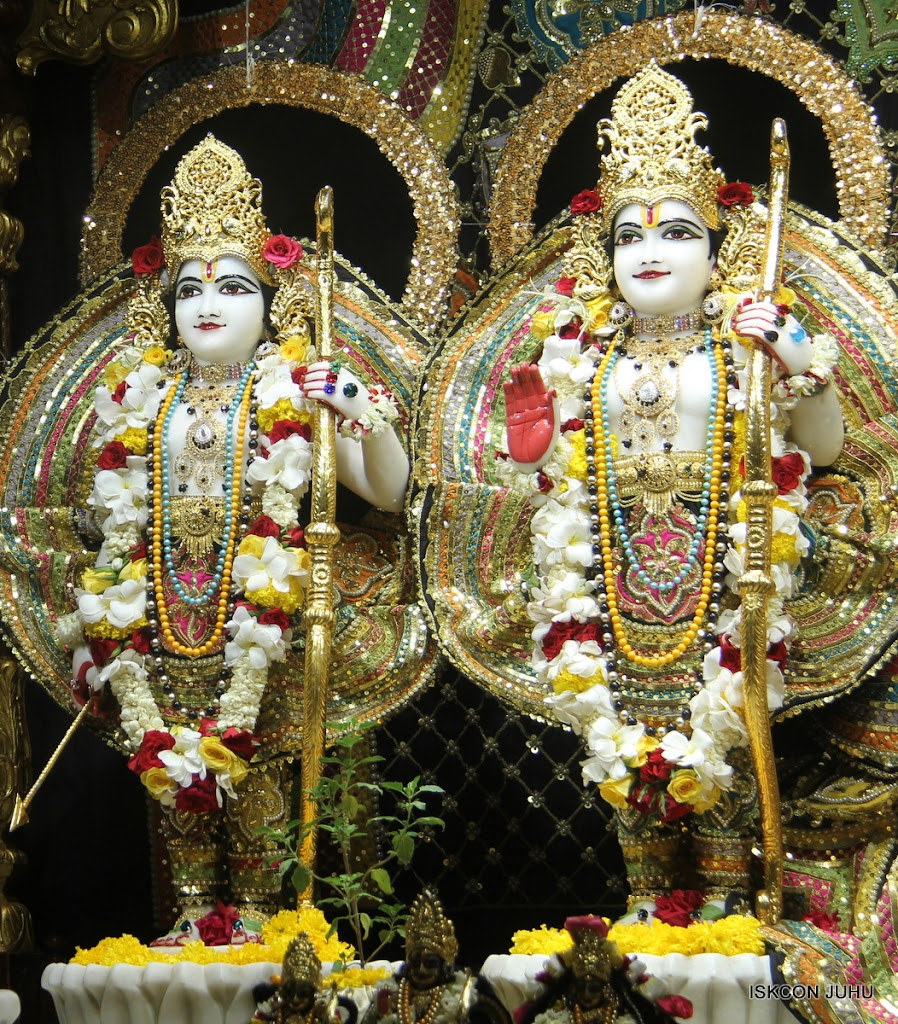 ISKCON Juhu Sringar Deity Darshan on 28th May 2016 (30)