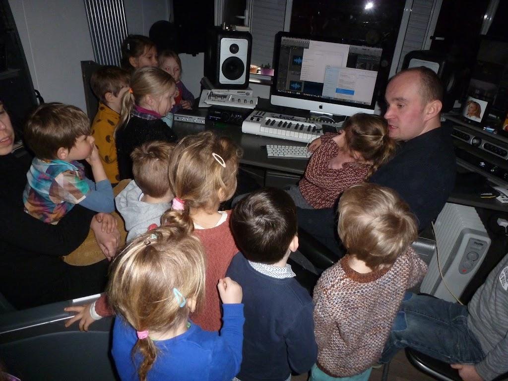 Leefgroep 1 op bezoek in een muziekkamer - P1080923.JPG