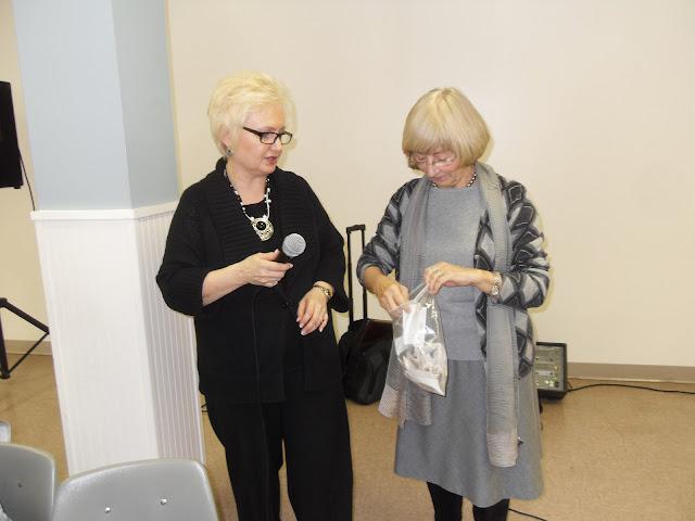 Spotkanie medyczne z Dr. Elizabeth Mikrut przy kawie i pączkach. Zdjęcia B. Kołodyński - SDC13622.JPG