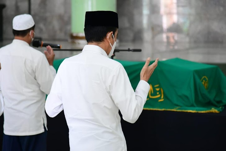Melayat Artidjo Alkostar, Presiden Jokowi Ungkap Ini
