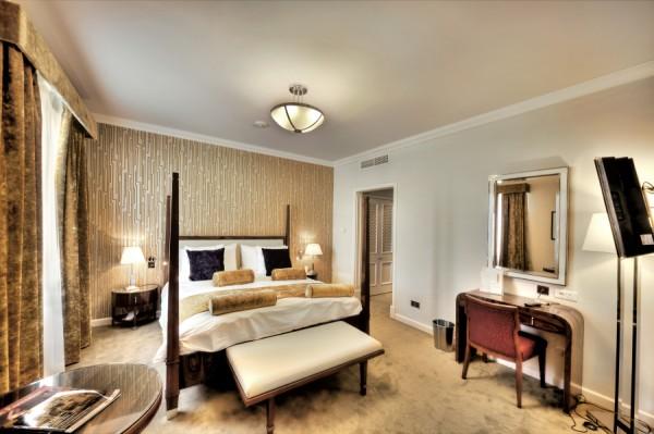 Hotel Phoenicia - Deluxe%2BSuite%2B-%2BBedroom.jpg