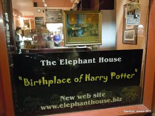 """Окно кафе """"Слон"""", где Роулинг начала писать Гарри Поттера"""
