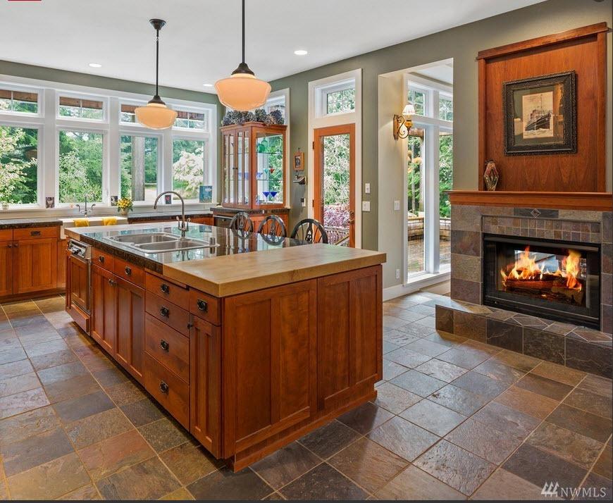 [MLS_kitchen-w-fireplace%5B3%5D]