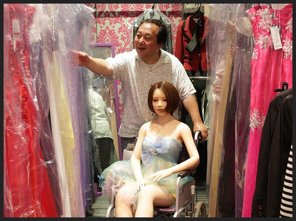 [Senji+Nakajima+and+his+doll+Saori+01bb%5B11%5D]
