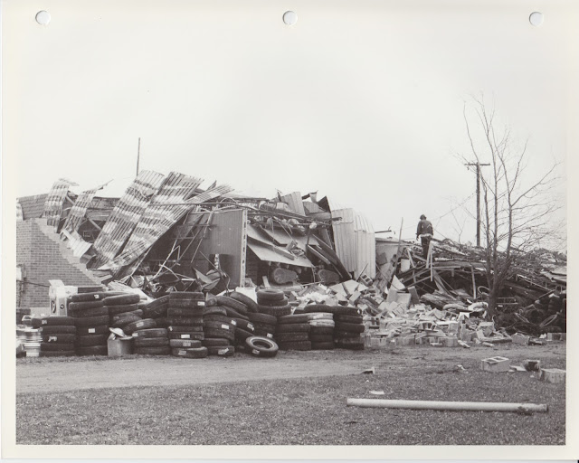 1976 Tornado photos collection - 61.tif