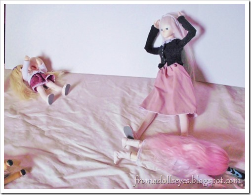 Doll bloopers with some tips for taking doll photos.  Bjds can stand on their own, but only so much :(
