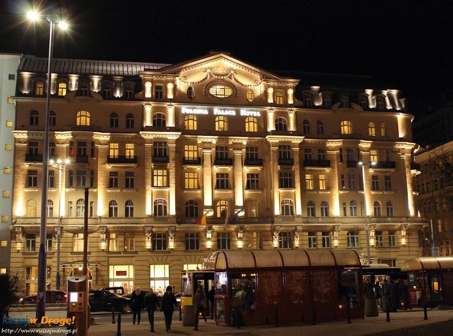 hotel Polonia Palace nocą