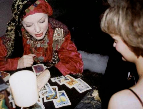 Psychics Are New Therepists For Celebrities