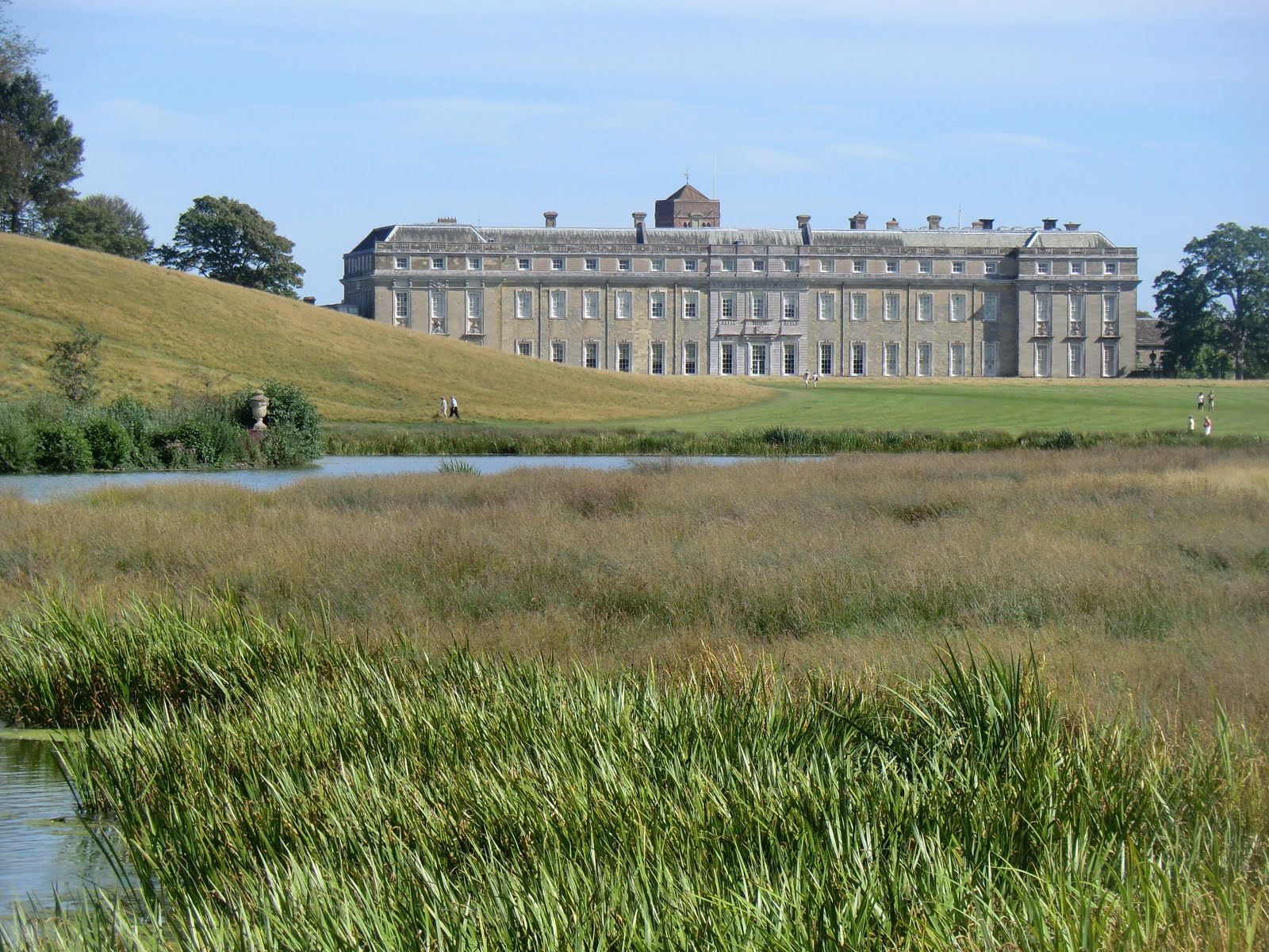 CIMG3997 Petworth House from Upper Pond