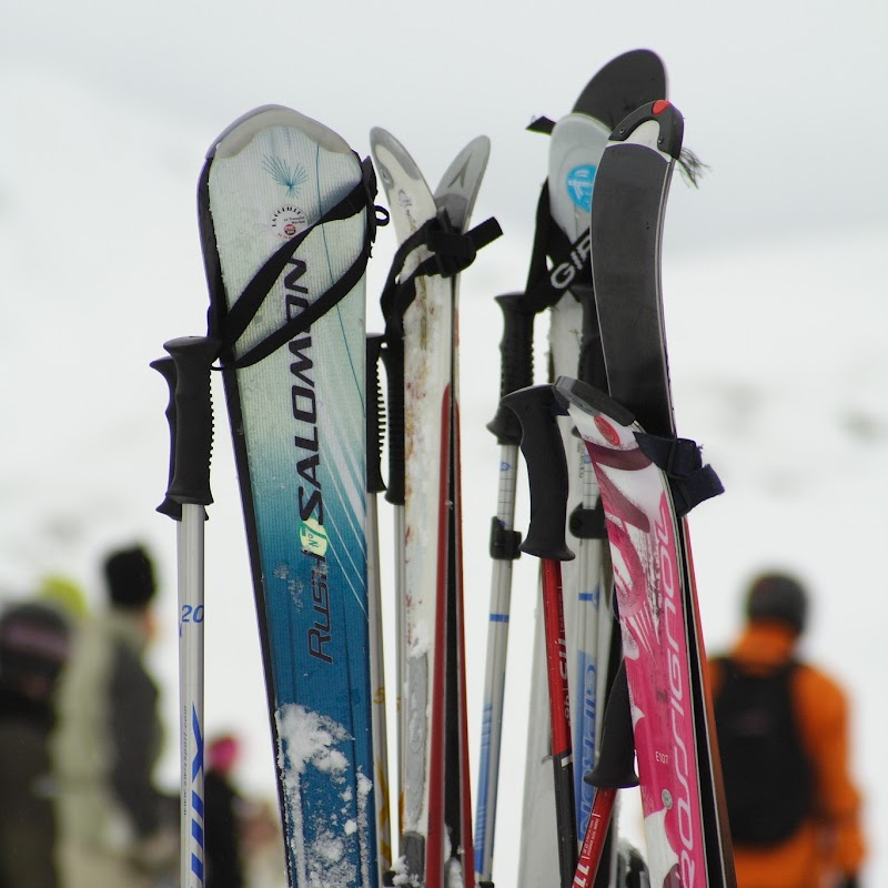 Meribel_94 Ski Pile.jpg