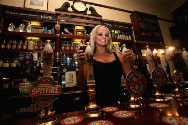 Jennifer Ellison Supports Beer And Pubs Campaign(celebrities-1photos)1