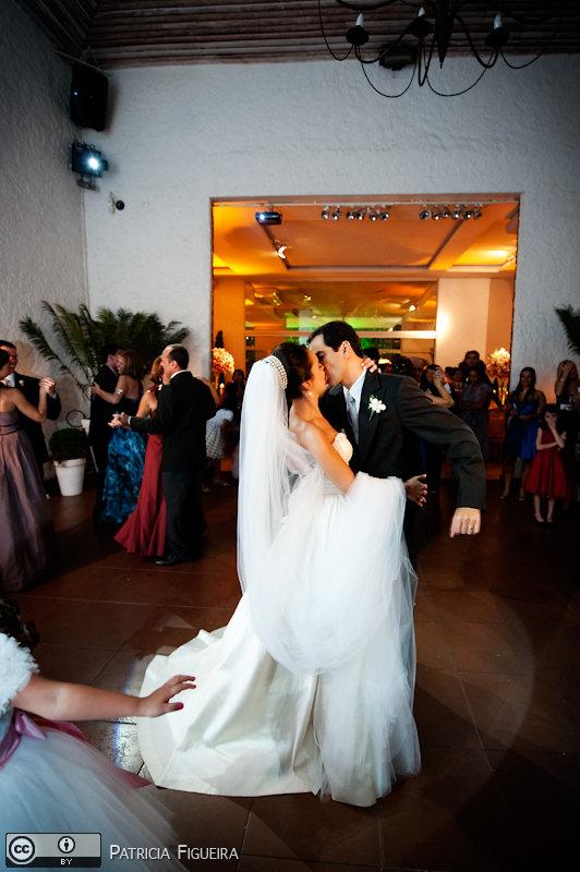 Foto de casamento 1749 de Nathalia e Fernando. Marcações: 04/12/2010, Casamento Nathalia e Fernando, Niteroi.