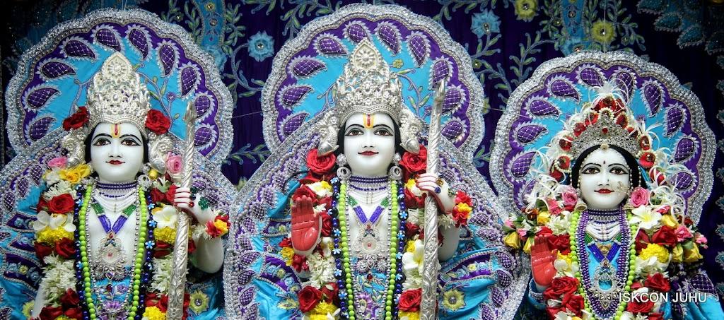 ISKCON Juhu Sringar Deity Darshan on 7th July 2016 (32)