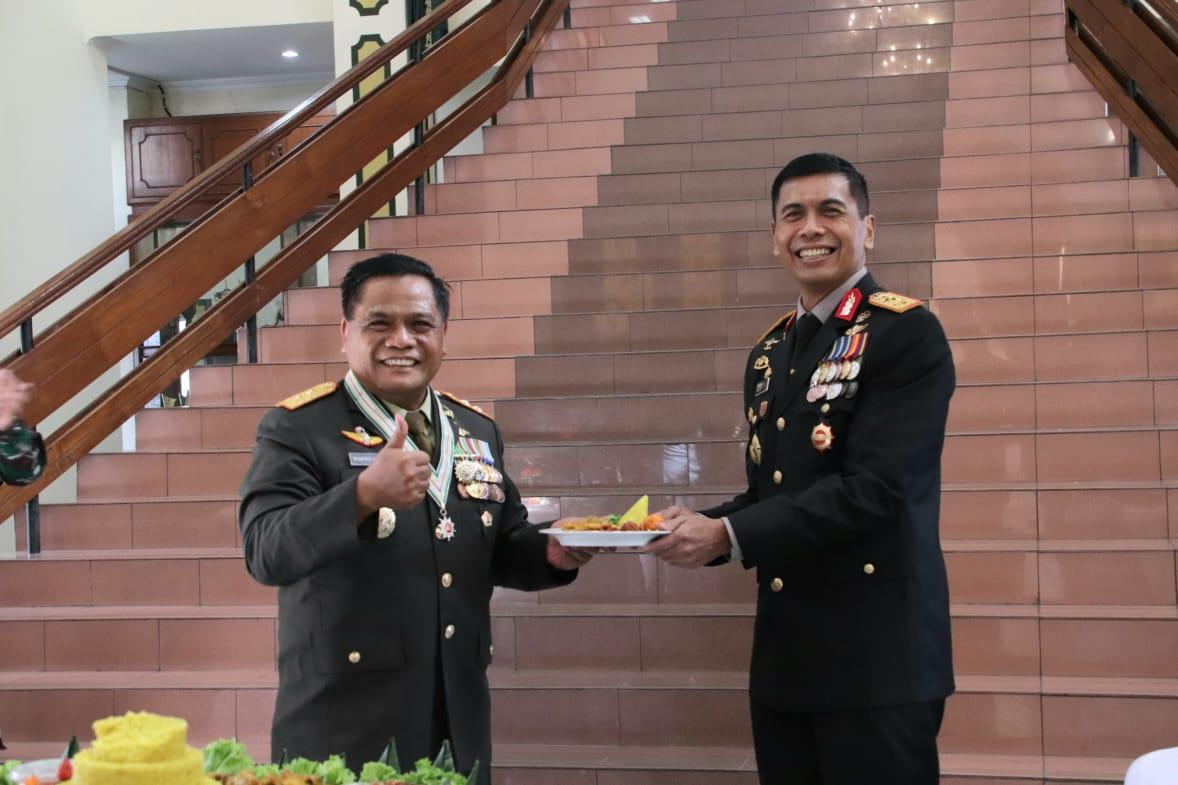 Kapolda Jabar Ikuti Upacara Peringatan HUT TNI Ke-75 Secara Virtual di Makodam III/Siliwangi