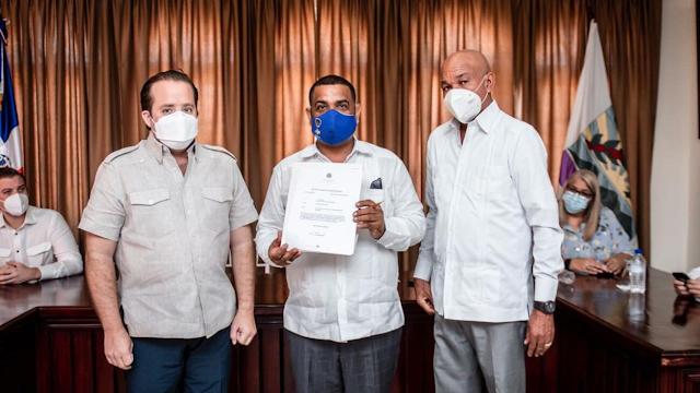 47 millones 179 mil pesos  , entregados a la Alcaldia de Barahona,  que la Alcaldía y  los regidores deben transparentar