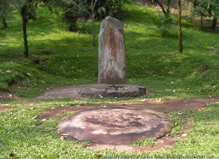 La Puerta dentre los mundos - 8ft standing stone & ceremonial circle (2).JPG