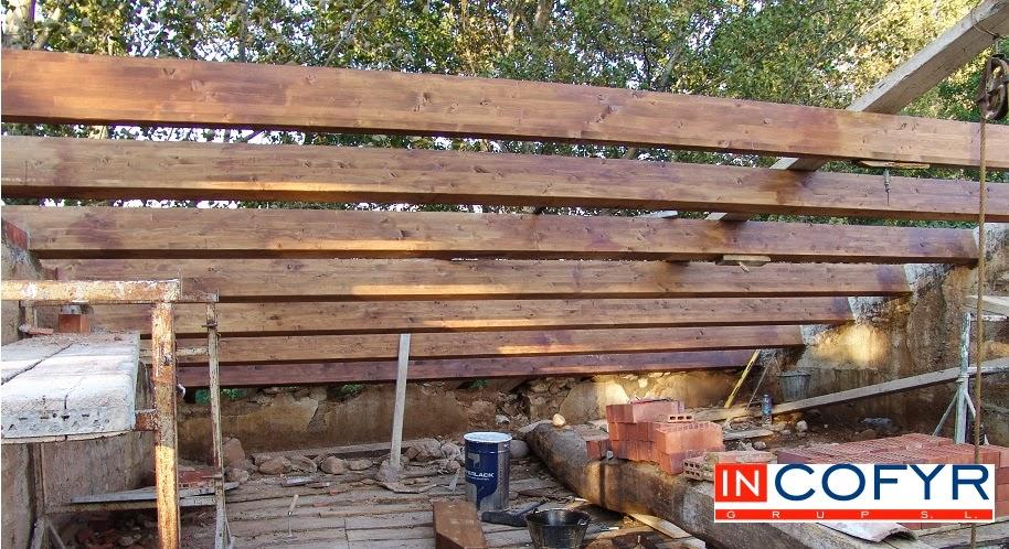 Reforma de un tejado de madera casa vieja incofyr for Tejados vigas de madera