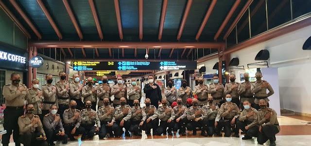 Polri Berangkatkan 100 Resimen Vaksinator Covid-19 ke PON XX Papua.