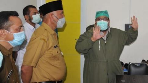 Gubernur Beri Dukungan Moral Pada Pasien COVID-19 di RSUP M. Djamil