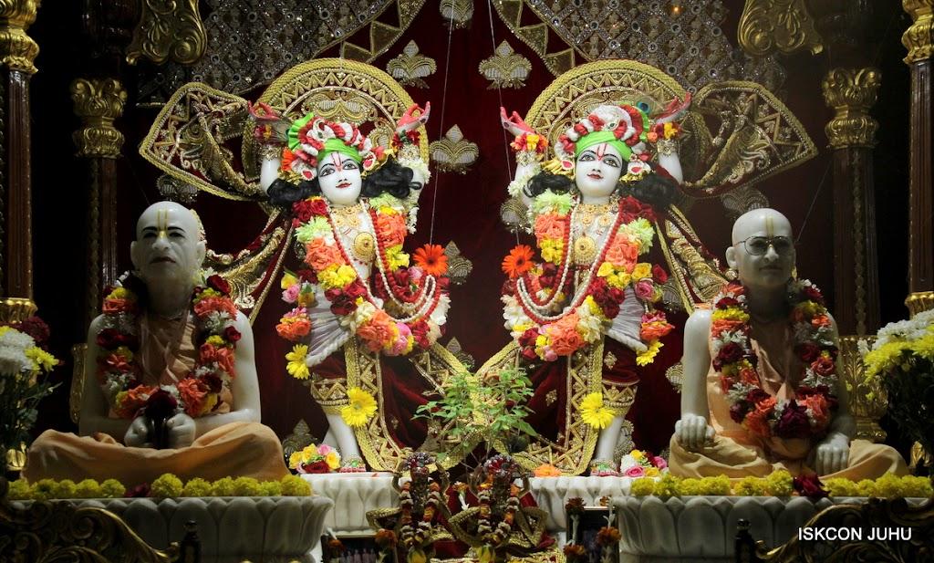 ISKCON Juhu Sringar Deity Darshan on 5th Aug 2016 (47)