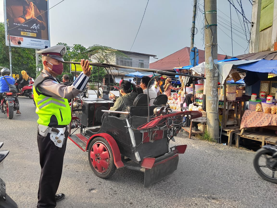 Beri Rasa Aman Jelang Buka Puasa, Sat Lantas Polres Tanjung Balai Gelar Pengamanan Di Pasar Tumpah dan Persimpangan
