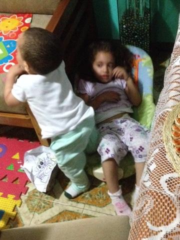 Sophia y Fabian durmiendo