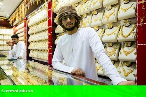 Hình 1: Chợ vàng Dubai ế ẩm vì giá dầu