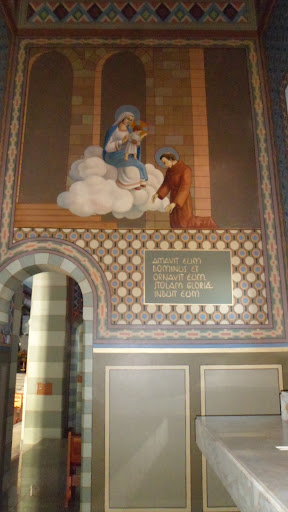 Vista lateral da capela dedicada a Santo Antônio de Pádua.