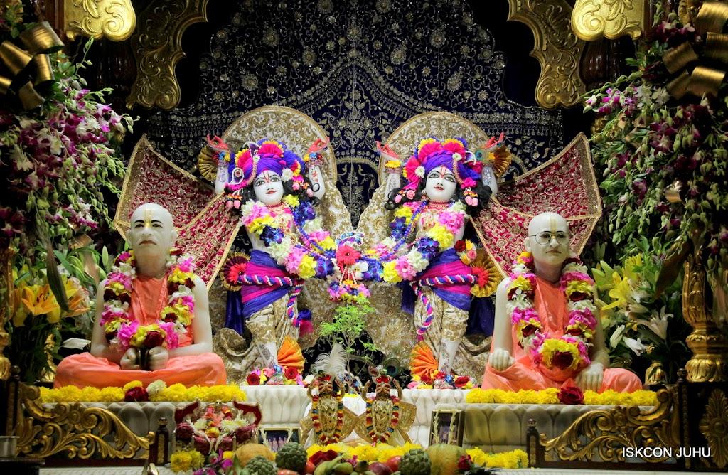 ISKCON Juhu Sringar Deity Darshan on 25th August 2016 (8)