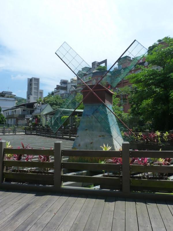 Taipei. Promenade de santé au départ de la station de métro DAHU       06/13 - P1330175.JPG