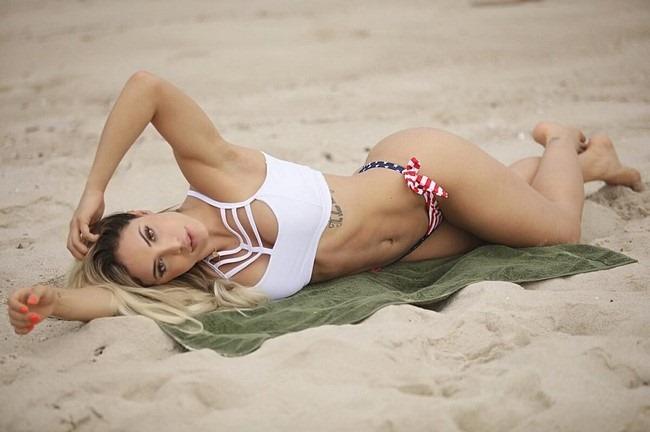 [modelo-fitness-e-panicat-aline-mineiro-blog-do-heroi+%287%29%5B4%5D]