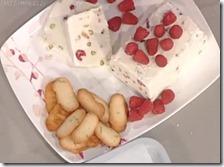 Semifreddo alla ricotta con lamponi, pistacchi e sesamo