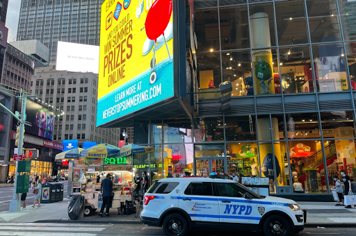 Man swipes socks, pulls knife on security at Times Square M&M store