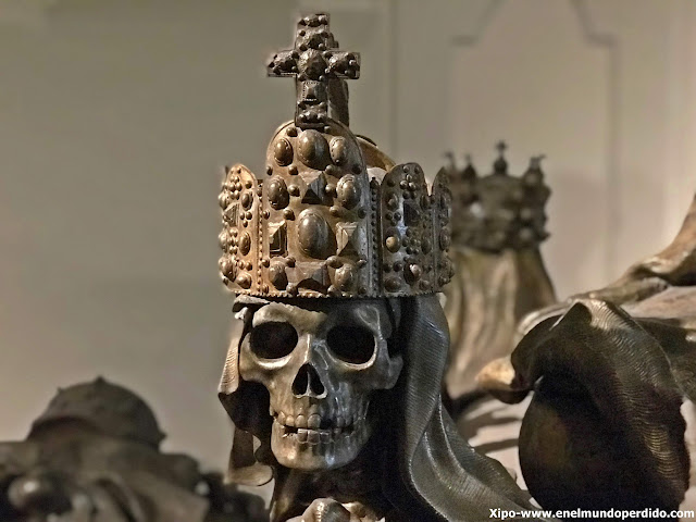 esqueleto-cripta-imperial-capuchinos-viena.JPG