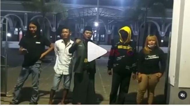 Viral, Pemuda di Situbondo Nyatakan Perang Akibat Masjid Ditutup Imbas PPKM Darurat